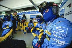 Механики команды Renault F1 team ждут пит-стопа