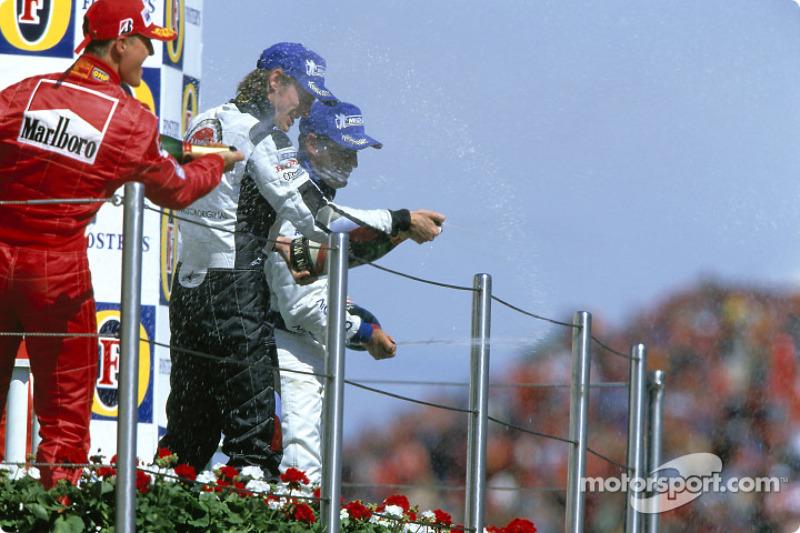 Podio: ganador Michael Schumacher, Jenson Button y Juan Pablo Montoya