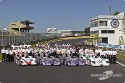 Photo de famille pour les trois Audi et leurs pilotes