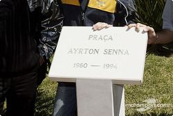 Monumento Ayrton Senna en 'Ayrton Senna Square' en Estoril