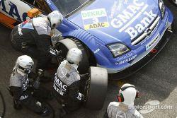 Boxenstopp: Marcel Fässler, OPC Team Phoenix, Opel Vectra GTS V8 2004
