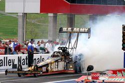 Tony Schumacher est le plus rapide en Top Fuel