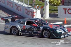 Paul Gentilozzi freine trop tard au virage n°1 et il glisse vers les pneus