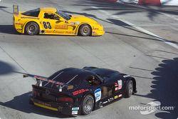 Ross Murray tire tout droit au virage n°1 pour éviter la voiture de Paul Gentilozzi et il revient derrière Max Lagod