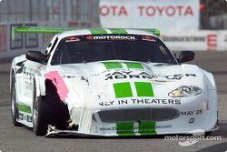 Un peu plus de répérations pour la Jaguar de Tomy Drissi