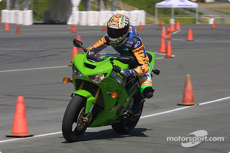 Tony Meiring sur le circuit de maîtrise moto