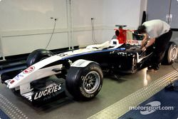 BAR Honda reveal radical otomobil which Anthony Davidson will drive Friday practice sessions for İsp