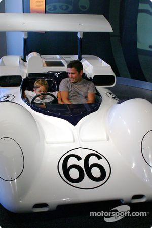 Gil de Ferran et son fils dans une réplique de la 2E