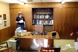 Scott Atkinson, dans le bureau de Jim Hall