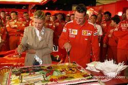 Michael Schumacher kutlama yapıyor 200th Grand Prix Career