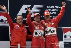 Podium: race winner Michael Schumacher with Rubens Barrichello and Paolo Martinelli