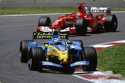 Jarno Trulli lidera a Michael Schumacher