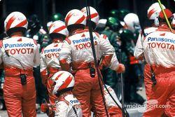 Toyota takım elemanları get ready for pit stop