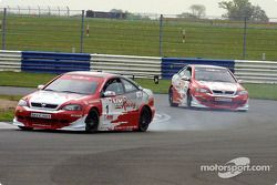 Le moteur d'Yvan Muller fume