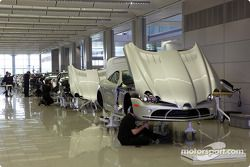 La ligne de production des Mercedes-Benz SLR McLaren