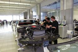 La ligne de production des Mercedes-Benz SLR McLaren chez McLaren Cars