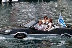 Une voiture flottante