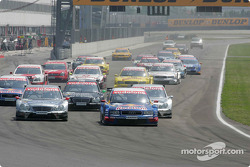 Start: Mattias Ekström takes the lead ahead of Christijan Albers, Gary Paffett and Jean Alesi