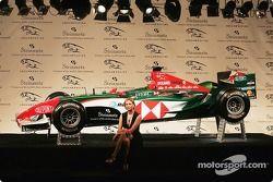 Jaguar Racing ve Steinmetz present Diamond Jaguar R5: supermodel Bridget Hall ve Steinmetz diamond n