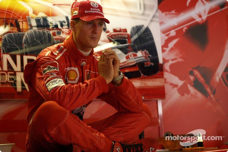 Михаэль довел автомобиль до боксов и сошел впервые в сезоне, не сумев выиграть шесть гонок подряд на старте чемпионата и тем самым поставить новый абсолютный рекорд Формулы 1