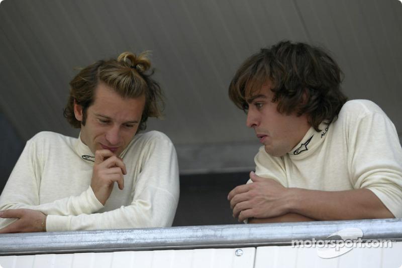 Испанца не устраивала такая картина, и он добился от руководителя Renault Флавио Бриаторе, чтобы прямо по ходу сезона команда отказалась от услуг Ярно
