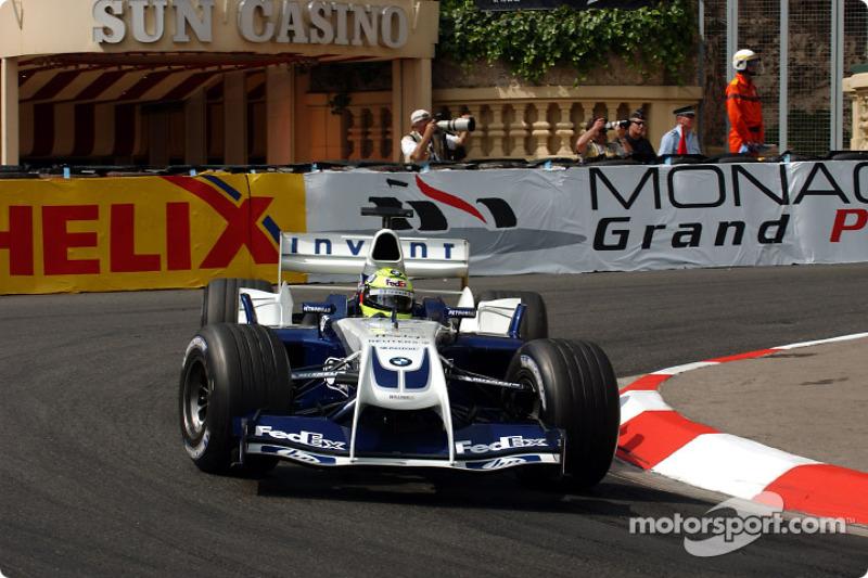 В первой серии быстрейшим стал Ральф Шумахер на «клыкастой» машине Williams. Но немцу, завоевавшему поул годом ранее, еще в четверг пришлось поменять сгоревший мотор. И Ральф уже знал, что потеряет десять позиций на решетке