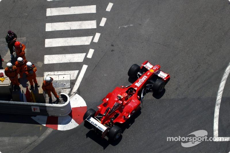 Для Шумахера квалификация стала худшей со старта сезона. На жестком составе Bridgestone он показал только пятое время. Но из-за штрафа брата Михаэлю досталась четвертая стартовая позиция