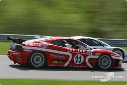 La Ferrari 360GT n°11 du JMB Racing USA (Iradj Alexander, Edi Gay, Maurizio Mediani) et la Porsche Fabcar n°59 du Brumos Racing (Hurley Haywood, J.C. France, Lucas Luhr)