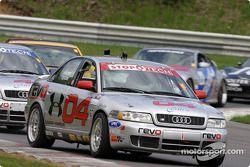 L'Audi S4 n°04 du Istook/Aines Motorsport (Anders Hainer, Don Istook) mène le peloton