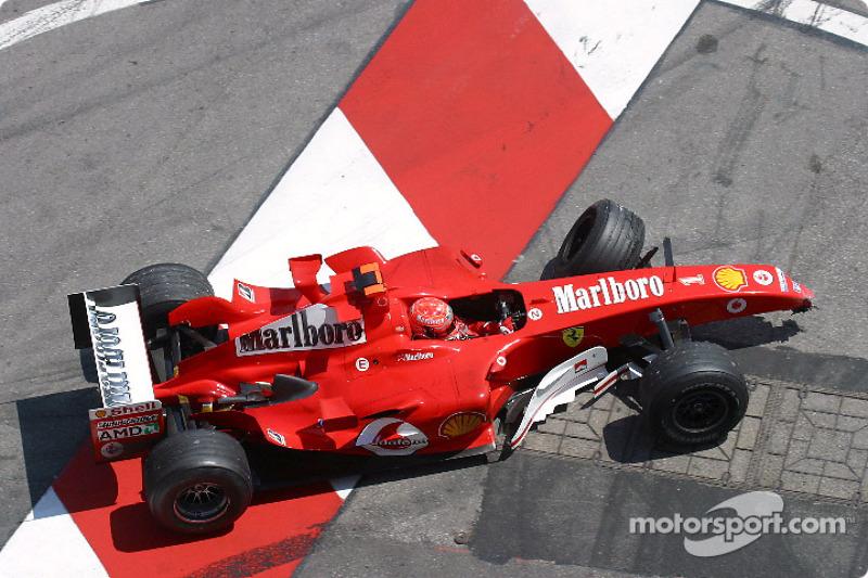 …пока на 46-м круге Ferrari лидера сезона не показалась из тоннеля на трех колесах и без переднего крыла