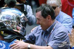 Jarno Trulli fête sa victoire avec Patrick Faure