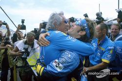 Ярно Трулли и Флавио Бриаторе празднуют победу