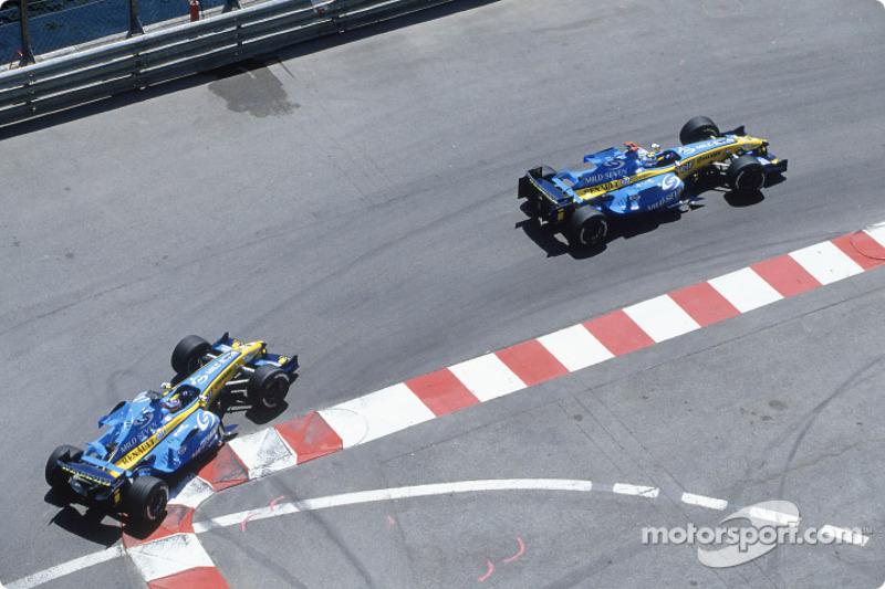 …но дуэт Renault продолжал удерживать лидерство