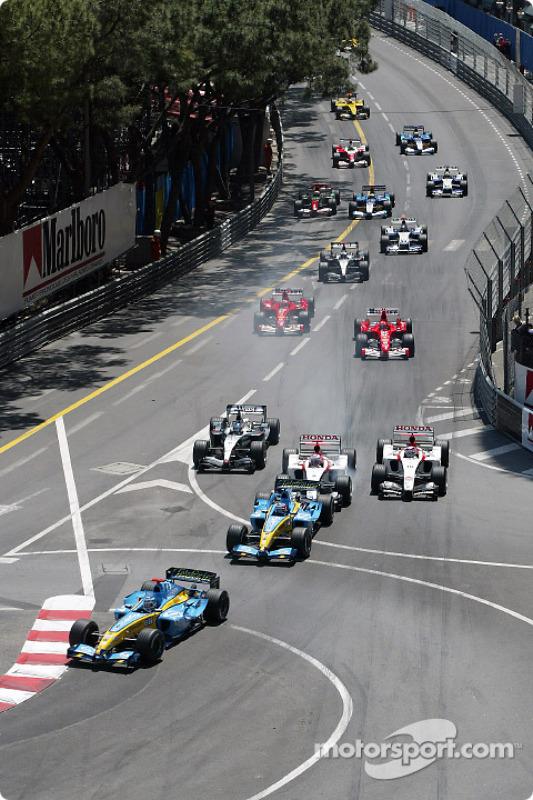 Inicio: Jarno Trulli toma la delantera por delante de Fernando Alonso