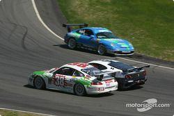 La Ferrari 360GT n°85 du Falcon Racing (Nick Longhi, Joshua Rehm, Lawrence Stroll) et la Porsche GT3 Cup n°38 du TPC Racing (Marc Bunting, Andy Lally)