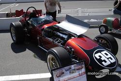 Le dernier roadster à s'être qualifié, en 1966 avec un Offy Turbo 168. Bobby Grim était au volant, la voiture était éliminée lors du crash du premier tour