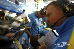 Jarno Trulli ve yarış mühendisi Alan Permane