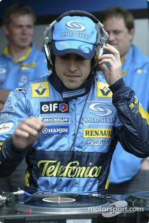 Fernando Alonso tries his hand, his DJ-ing