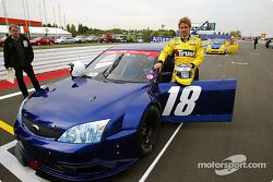 Nick Heidfeld gives a prize Kazanan a lap, Nurburgring a modified Ford Mondeo