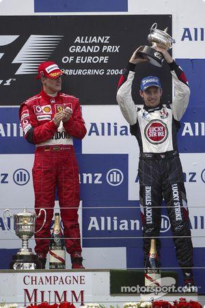 Podyum: Yarış galibi Michael Schumacher ve Jenson Button
