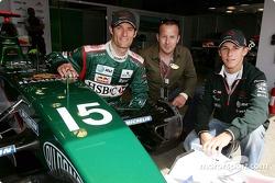 Mark Webber y Christian Klien pose con el actor alemán Heino Ferch