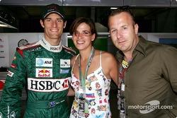 Mark Webber, posa con el actor alemán Heino Ferch y su novia Jeanette Marie Steinle