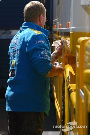 Сотрудник команды Renault F1 team