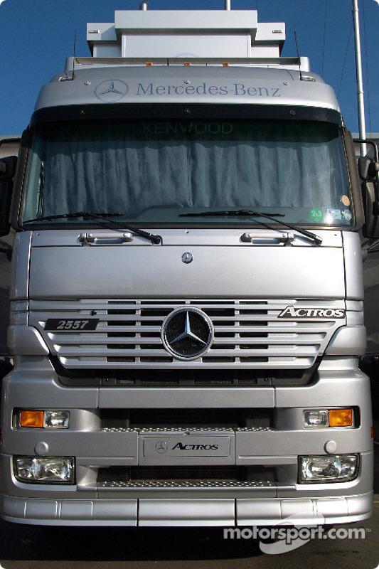 Les camions McLaren-Mercedes