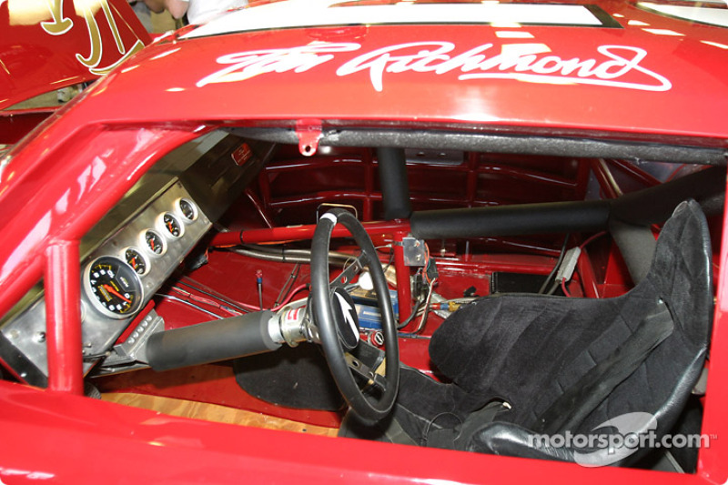 Carro de Tim Richmond no memorial da Hendrick Motorsports