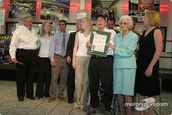 Cérémonie de remise de prix Papa Joe Hendrick : Papa Joe et Mary T. Hendrick avec l'Order of the Lon