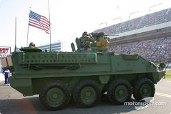 Les forces armées pendant la cérémonie d'avant-course