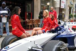 Canadian GP festivities announcement: the pit girls with the Williams-BMW