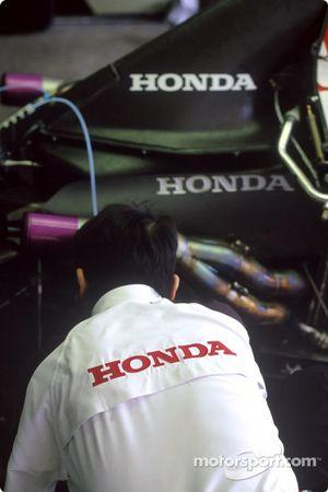 BAR-Honda garajı area