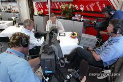 Le présentateur d'ITV Jim Rosenthal et Tony Jardine